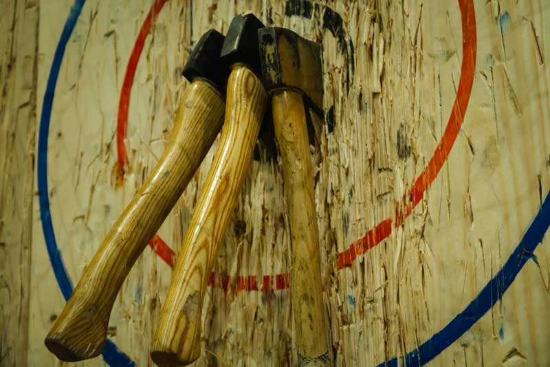 Alley cats axe throwing company